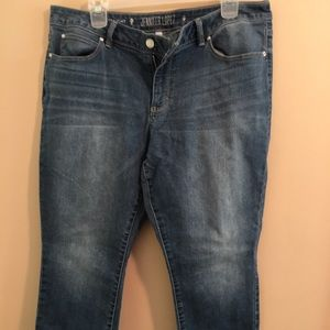 Jennifer Lopez Distressed Medium Capris Size 16P